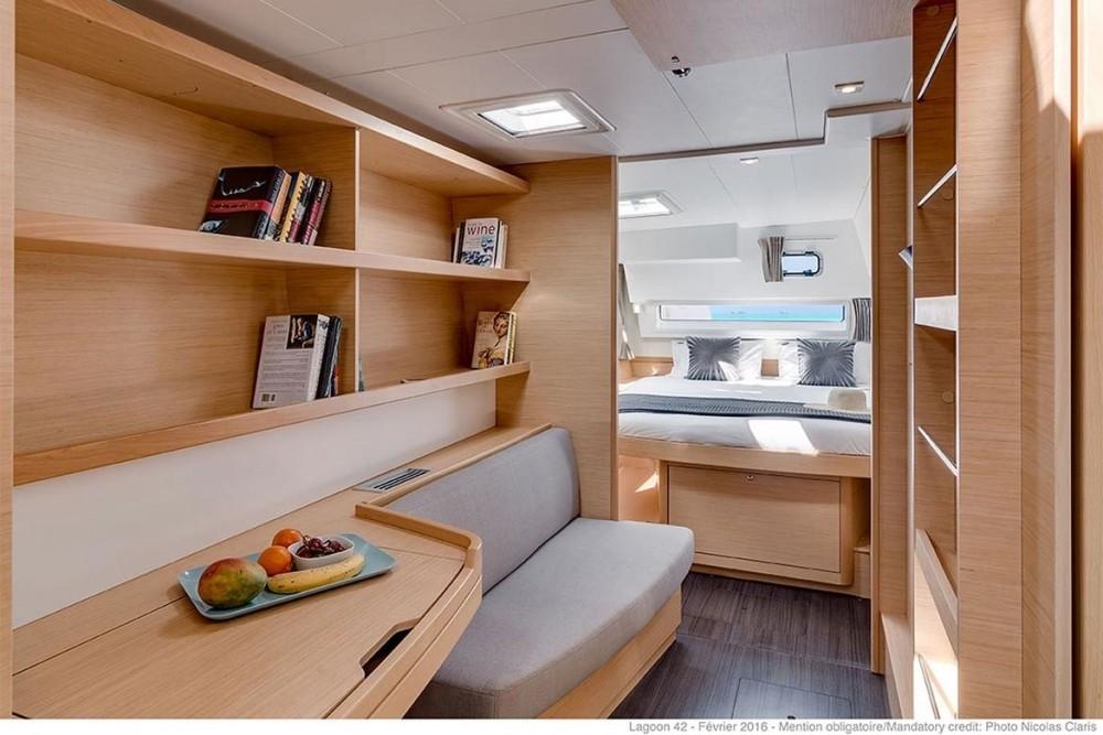 Catamaran te huur in Peloponnese voor de beste prijs