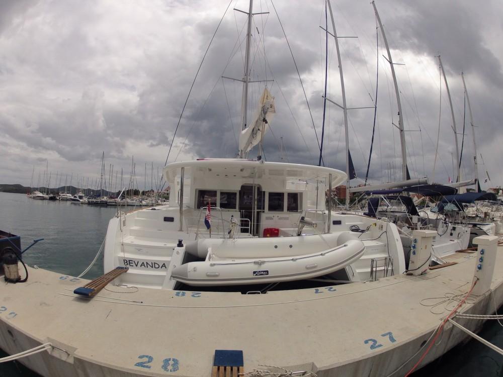 Catamaran te huur in Komolac voor de beste prijs