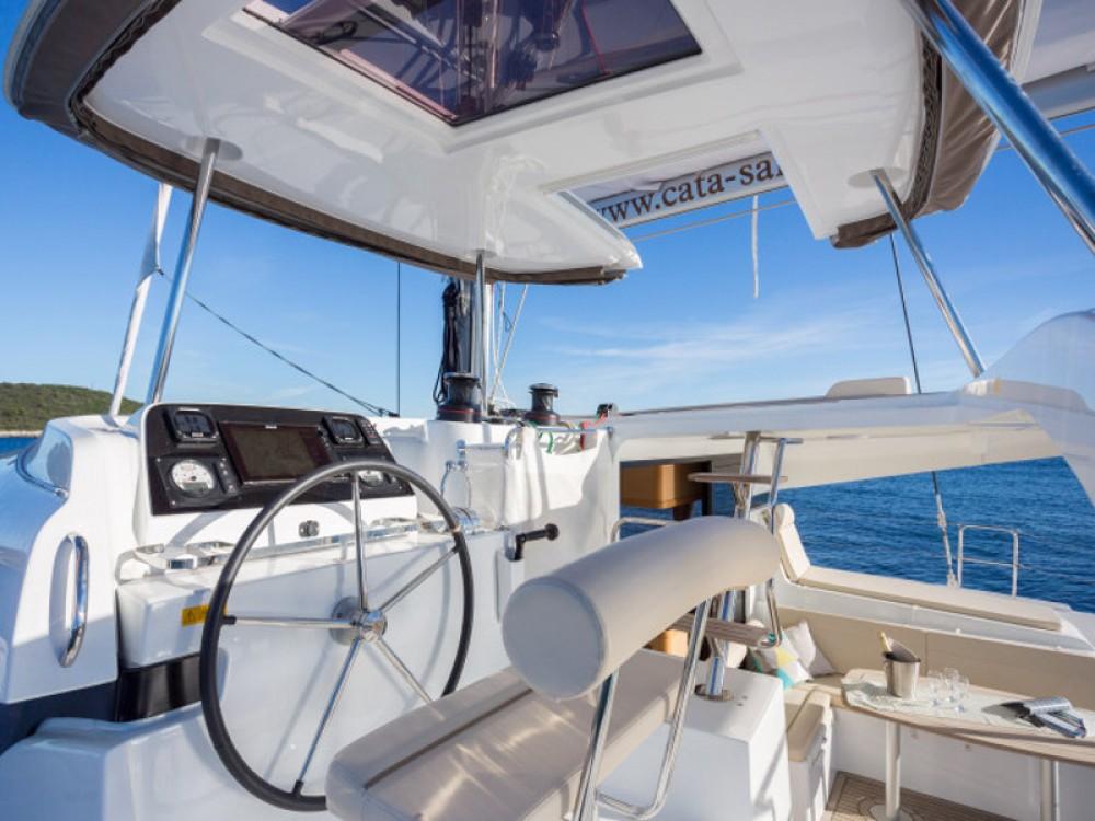 Bootverhuur Trogir goedkoop Lagoon 42