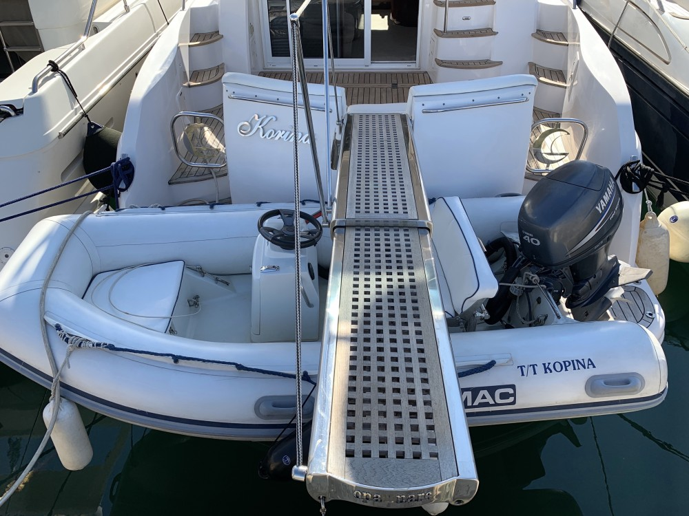Bootverhuur Gulf Craft Majesty 50 Fly in Marina de Alimos via SamBoat