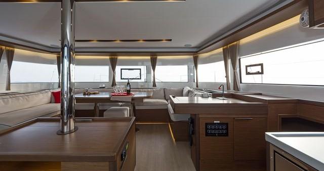 Catamaran te huur in Lefkas Egremni voor de beste prijs