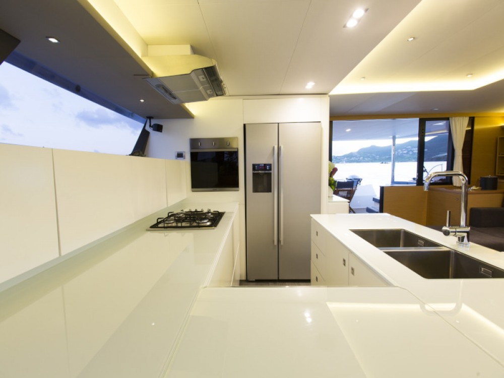 Jachthuur in Yaiza - Fountaine Pajot Victoria 67 via SamBoat