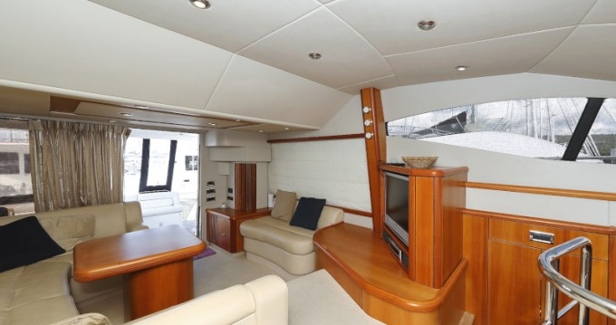 Verhuur Motorboot Sunseeker met vaarbewijs