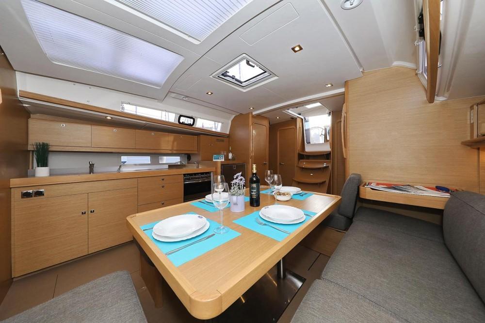 Bootverhuur Dufour Dufour 460 GL in Trogir via SamBoat