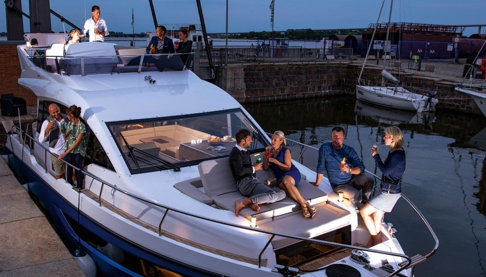 Verhuur Motorboot Sealine met vaarbewijs
