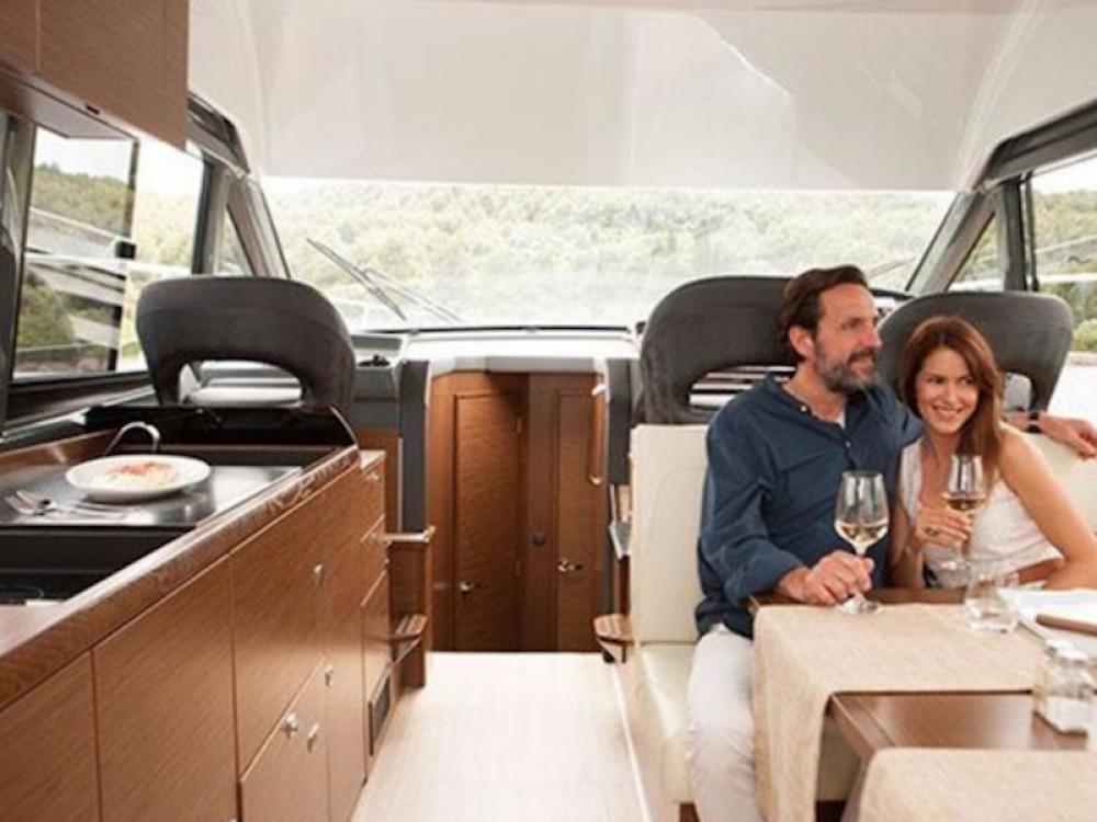 Motorboot te huur in Marina Naviera Balear voor de beste prijs