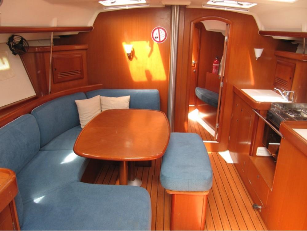 Verhuur Zeilboot in Vinišće - Bénéteau Oceanis 393 Clipper