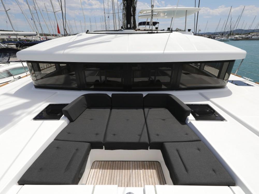 Verhuur Catamaran in Sukošan - Lagoon Lagoon 52