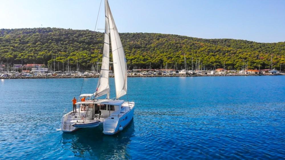 Huur een Lagoon Lagoon 400 in Split