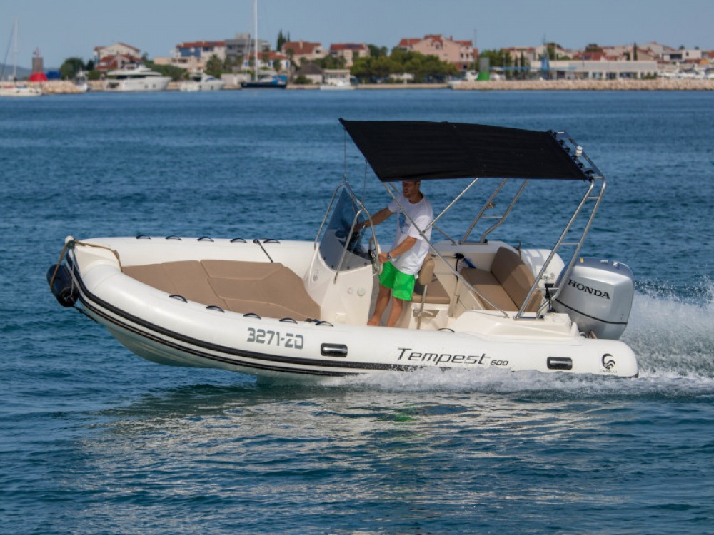 Bootverhuur Marina Zadar goedkoop TEMPEST 600 + Honda 115