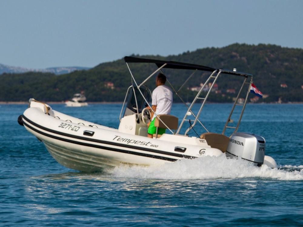 Cantiere TEMPEST 600 + Honda 115 te huur van particulier of professional in Marina Zadar