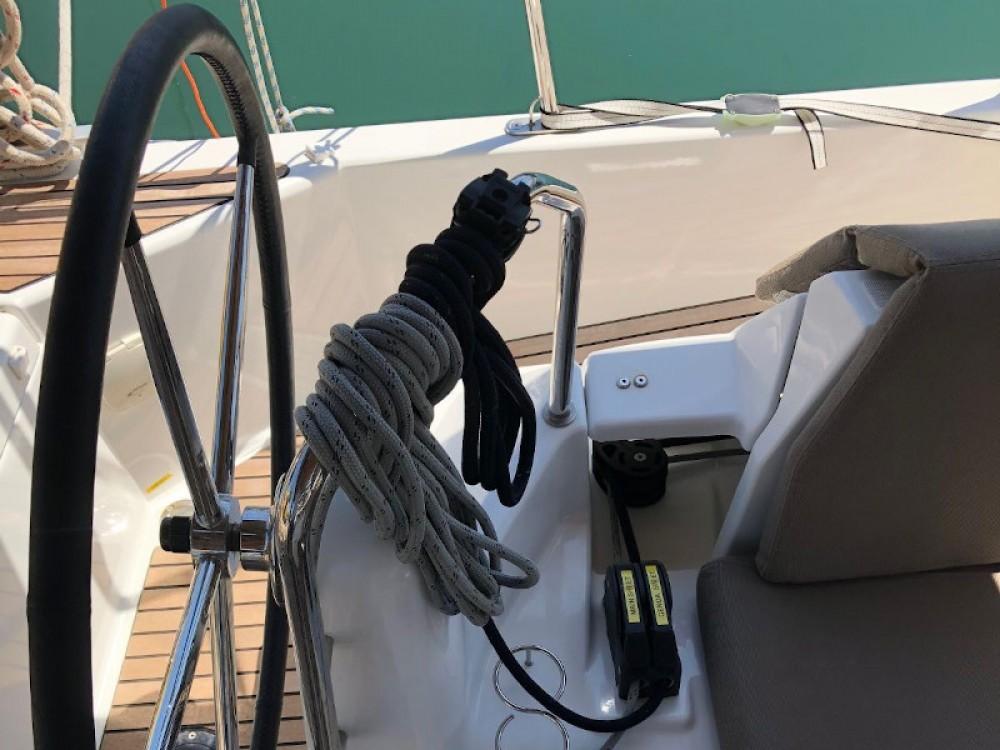 Bootverhuur Jeanneau Sun Odyssey 440 in Marina de Alimos via SamBoat