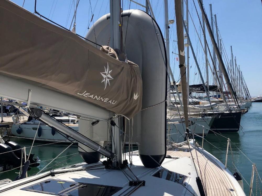 Huur Zeilboot met of zonder schipper Jeanneau in Marina de Alimos