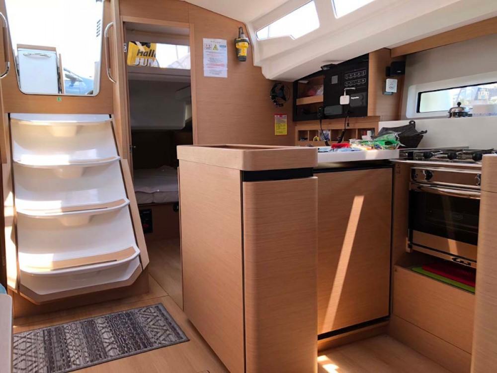 Bootverhuur Marina de Alimos goedkoop Sun Odyssey 440