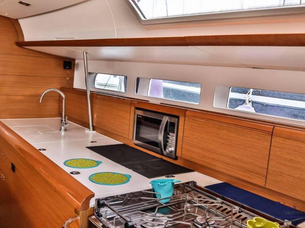 Bootverhuur Marina de Alimos goedkoop Sun Odyssey 509 (2015 )( FULL REFIT 2020 - A/C,GENERATOR,INVENTER )