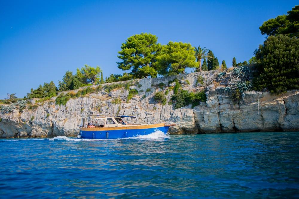 Verhuur Motorboot in  -  Leut