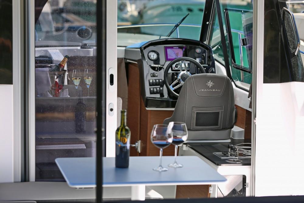 Verhuur Motorboot in D-Marin Borik - Jeanneau Merry Fisher 795