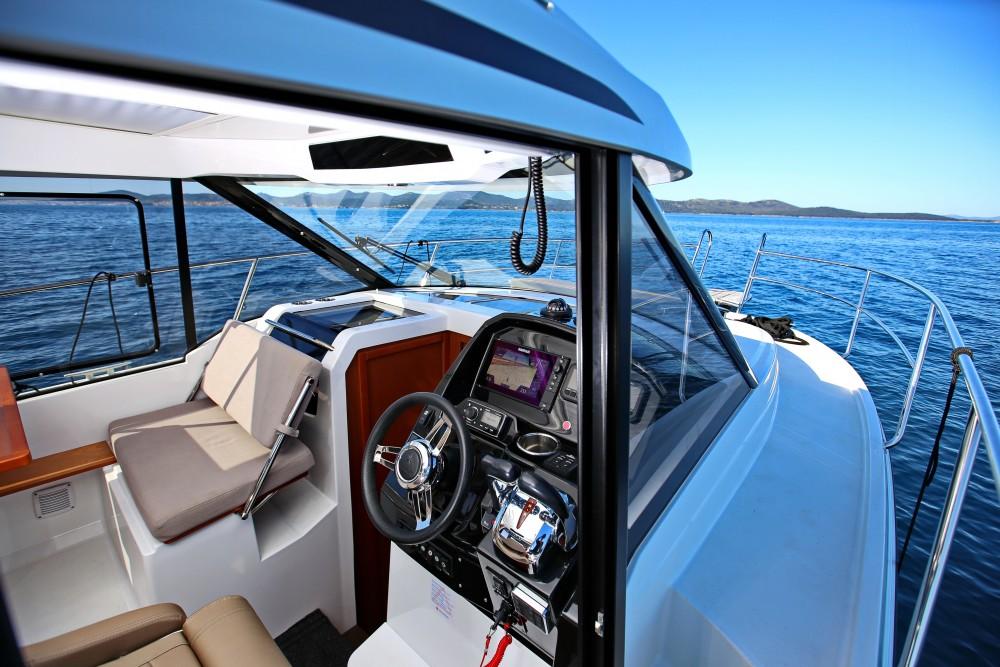 Huur Motorboot met of zonder schipper Jeanneau in Marina Zadar