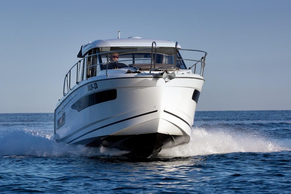 Huur een Jeanneau Merry Fisher 895 in Marina Zadar