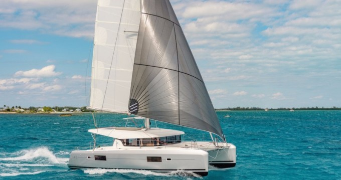 Huur Catamaran met of zonder schipper Lagoon in Playa Sardinera