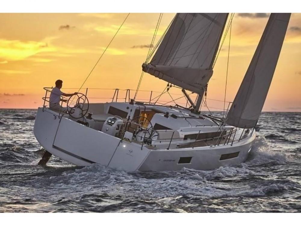 Huur een Jeanneau Sun Odyssey 440 in Áno Sýros