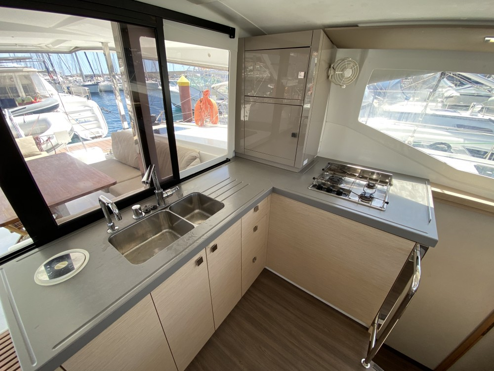 Huur een Fountaine Pajot Lucia 40 in Ibiza