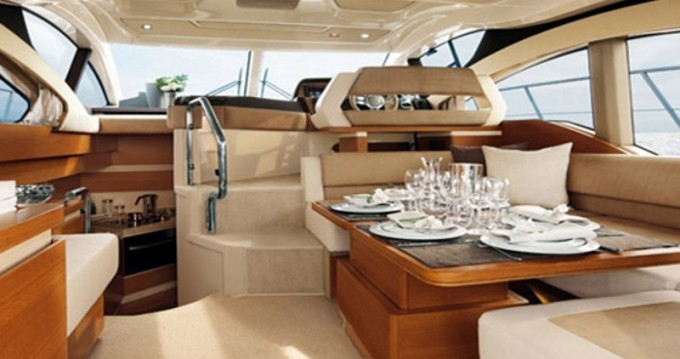 Verhuur Motorboot Azimut met vaarbewijs