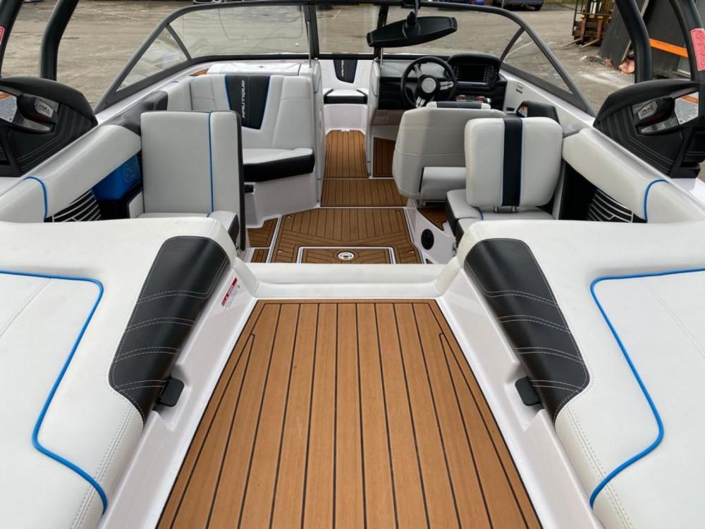 Nautique Correct Craft super air nautique G21 te huur van particulier of professional in Annecy