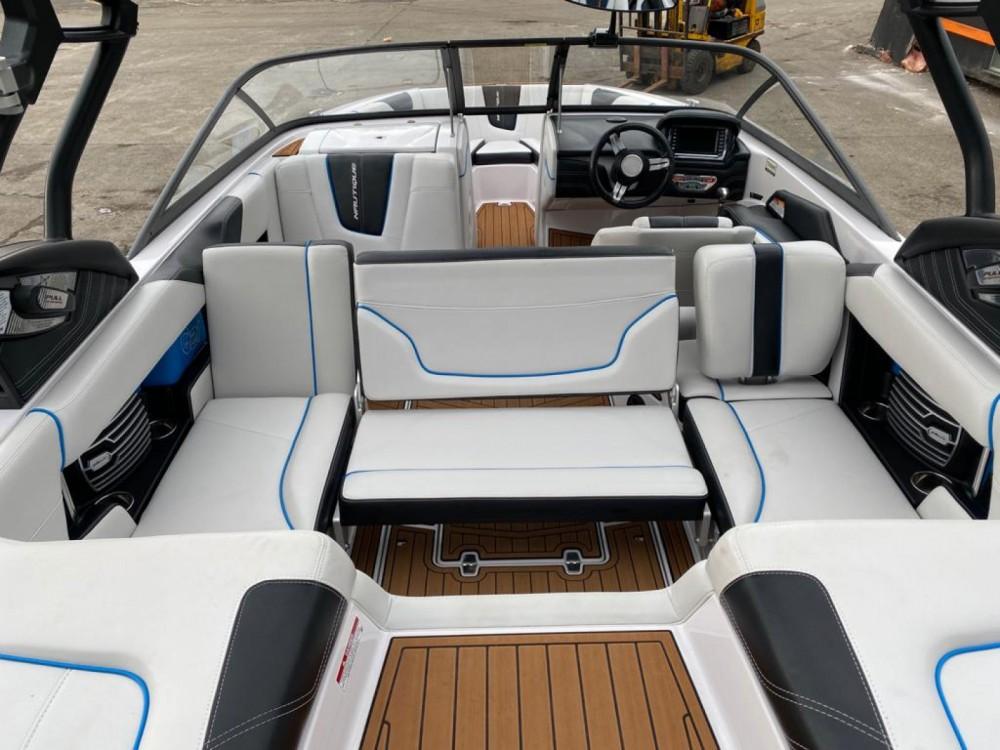 Huur Motorboot met of zonder schipper Nautique Correct Craft in Annecy