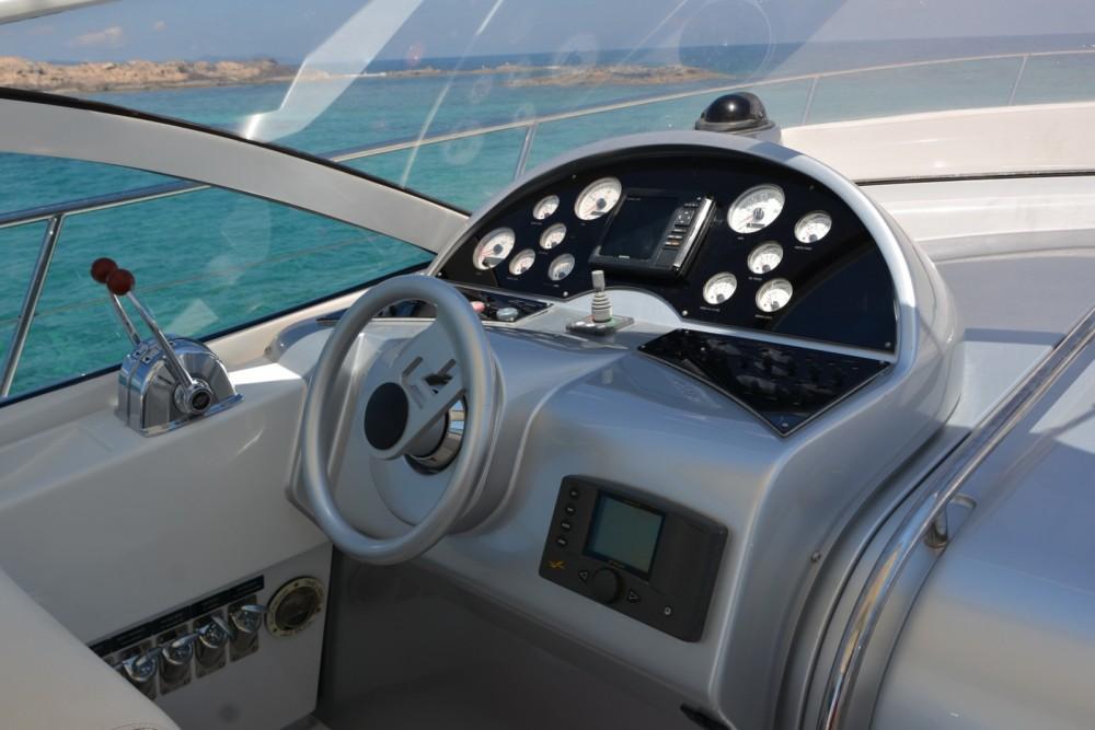 Huur Motorboot met of zonder schipper Pershing in Balearen