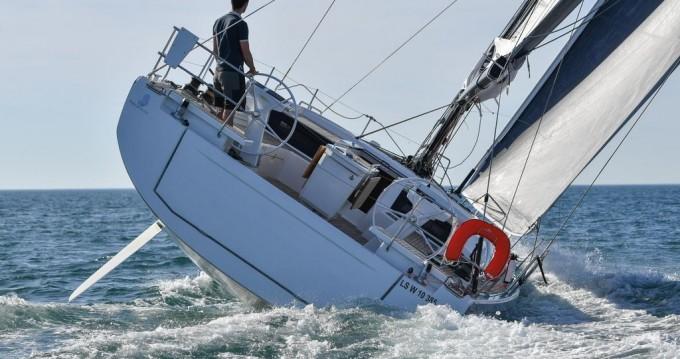 Huur een Bénéteau Oceanis 46.1 in Álimos
