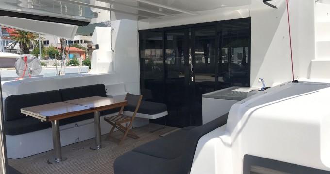 Huur Catamaran met of zonder schipper Lagoon in Kaštel Gomilica