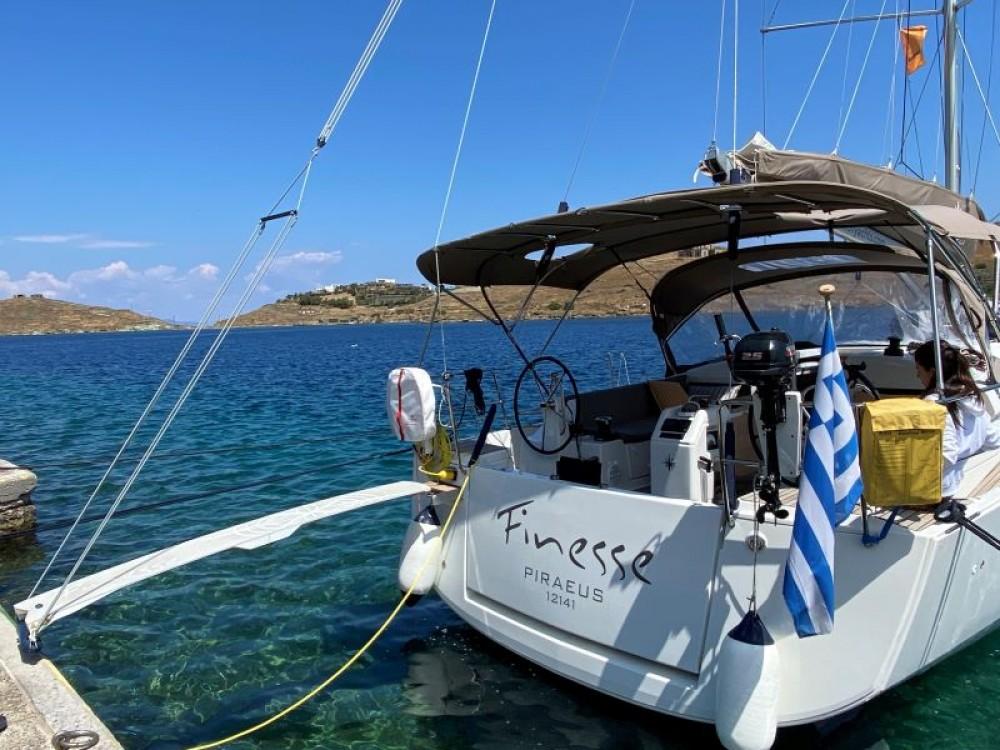 Jeanneau Sun Odyssey 440 te huur van particulier of professional in Marina de Alimos