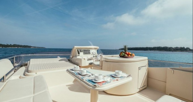 Verhuur Jacht in Cannes - Ferretti Altura 690