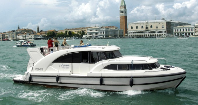 Huur een Houseboat Holidays Italia srl Minuetto6+ in Casale sul Sile