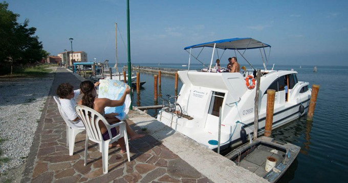 Verhuur Woonboot in Casale sul Sile - Houseboat Holidays Italia srl Minuetto6+