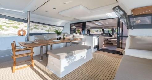 Verhuur Catamaran in Athene - Fountaine Pajot Saba 50