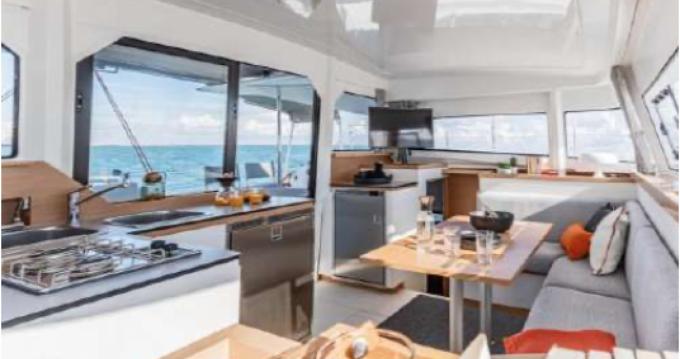 Catamaran te huur in Toulon voor de beste prijs