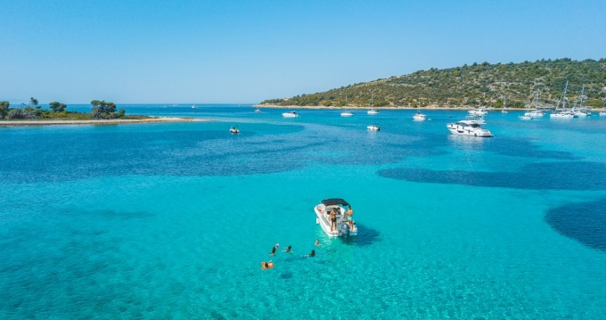 Huur Motorboot met of zonder schipper Karnic in Trogir