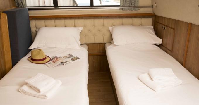 Woonboot te huur in Douelle voor de beste prijs