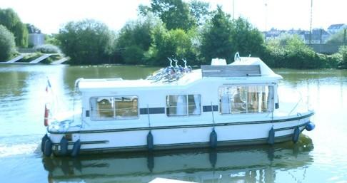 Huur Woonboot met of zonder schipper Low Cost in Châteauneuf-sur-Sarthe
