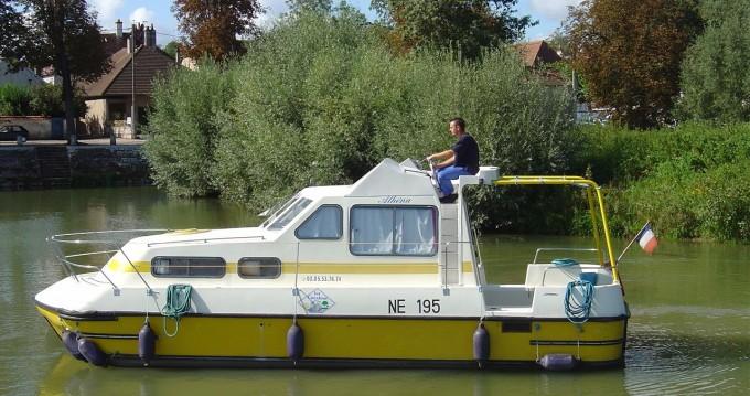 Bootverhuur Pontailler-sur-Saône goedkoop Triton 860 Fly