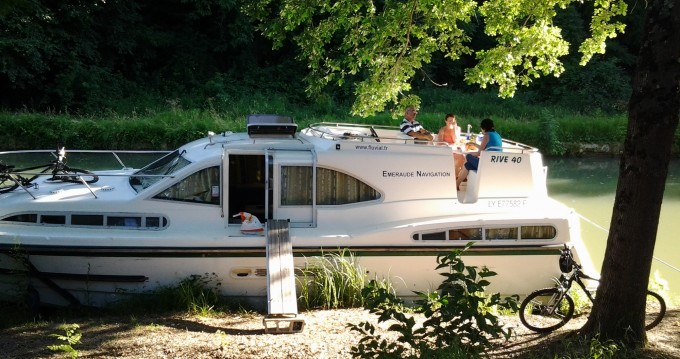 Verhuur Woonboot in Châteauneuf-sur-Sarthe - Classic Haines Rive 40
