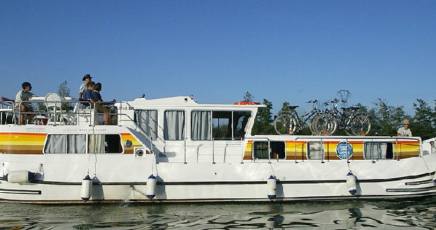Verhuur Woonboot in Agde - Classic Penichette 1400 FB