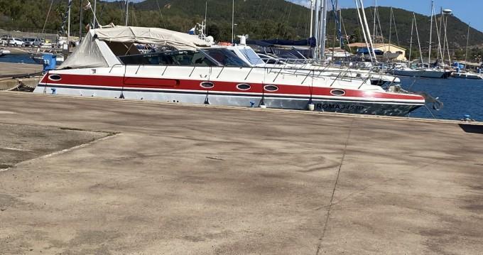 Bootverhuur Cagliari Port goedkoop 46 predator