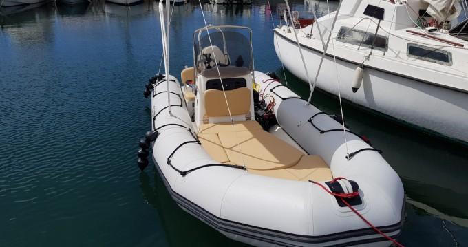 Rubberboot te huur in Saint-Raphaël voor de beste prijs
